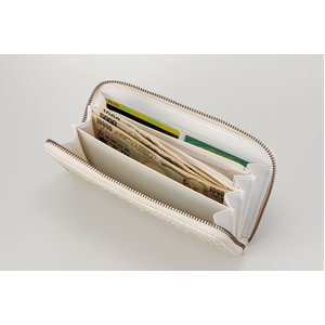 ファスナーつきの白蛇財布の長財布です