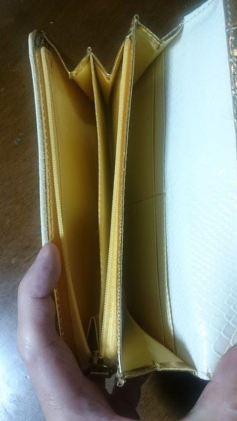 財運白蛇財布の中身