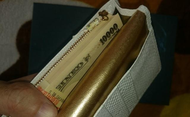財布屋で一番人気の白蛇財布シンプル