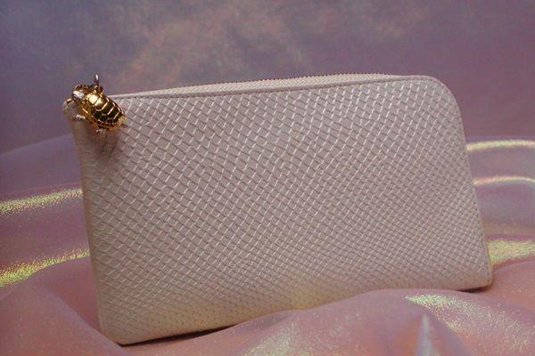 開運情報が多い財布屋の白蛇財布はこれ!