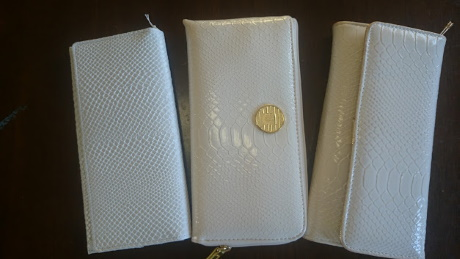競合する3つの白蛇財布