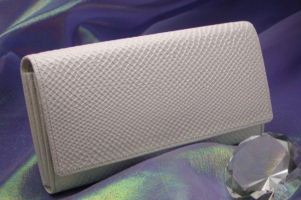 白蛇多機能財布は財布屋さんの売れ筋です